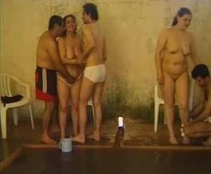 حصرى واصلى حفلة تبادل زوجات على حمام السباحة كل واحد واخد مرات صاحبة وفاشخها نياكة ادامه