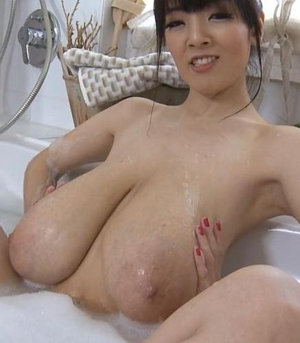 Hitomi Tanaka – Bubble Bath Huge Boobs  HD 720p