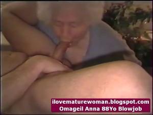 Blowjob omageil granny